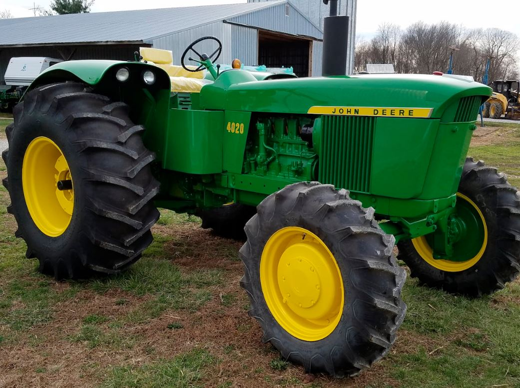 4020 John Deere >> John Deere 4020 And 4230 Tractors Sold For Record Auction