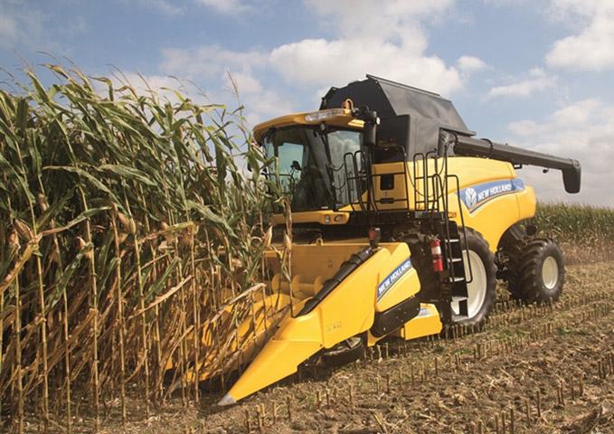 New Holland CR7090 Combine with Corn Head and Cornrower Attachment   edit