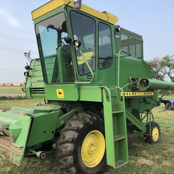 1975 John Deere 4400 Combine Sold for Record Price on