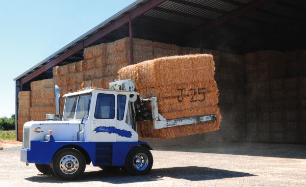 straw_fork_lift