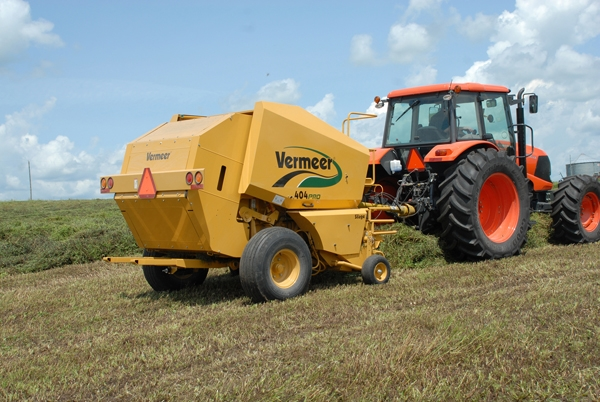 Vermeer Introduces New Pro-Style Silage Baling - AgWeb